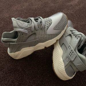 Nike huaraches Wo's Sz 6